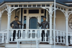 Lifesize statues of Laurel and Hardy
