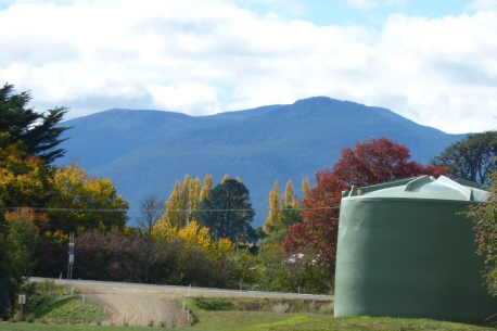 Pretty autumn colours and mountains surrounding the Huon Valley